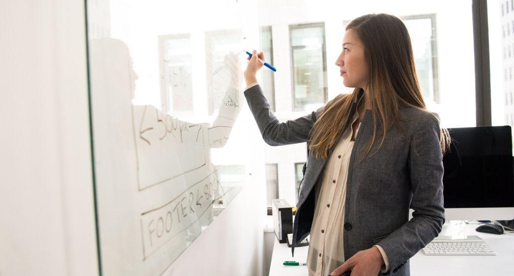 An educational entrepreneur formulates an idea