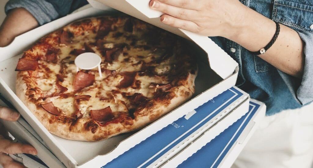 Entrepreneur delivering pizza as a side hustle