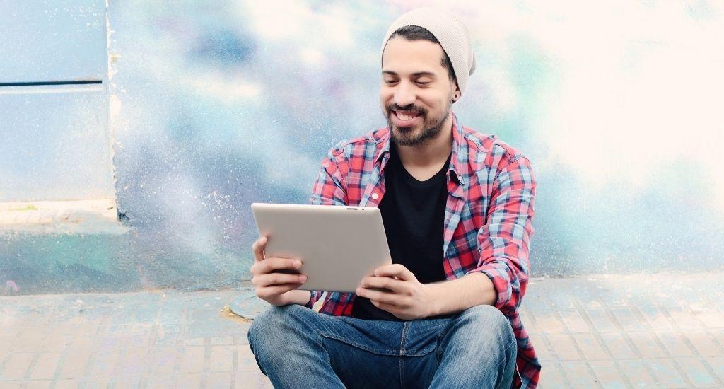 Entrepreneur selecting 401(k) plan